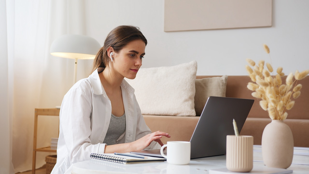 Woman using screen reader for email